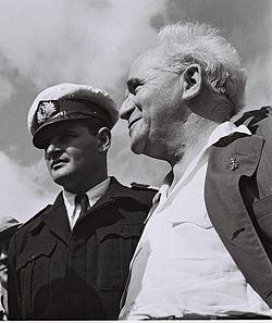מרדכי לימון (משמאל) יחד עם בן-גוריון