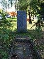 Náměstí Na Farkáně, pomník, čelně.jpg