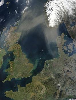NASA-satellietfoto van de Noordzee (met stofwolken afkomstig van de Sahara)