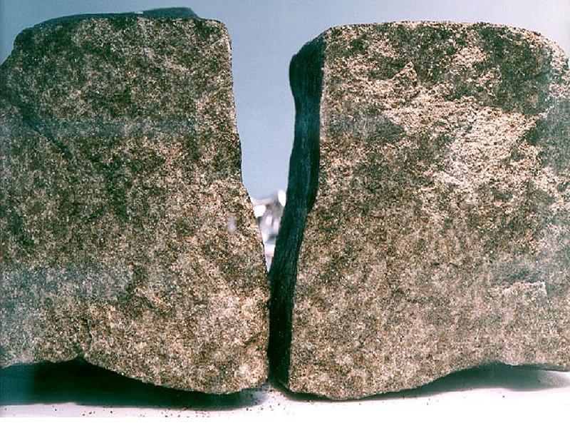 File:Nakhla meteorite.jpg