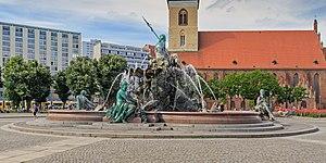 Neptunbrunnen - Neptunbrunnen with St. Mary's Church