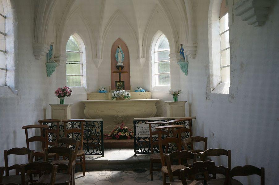 Autel de la chapelle Notre-Dame du Mont vu au travers du fin grillage Nielles-lès-Bléquin .- Pas-de-Calais Hauts-de-France