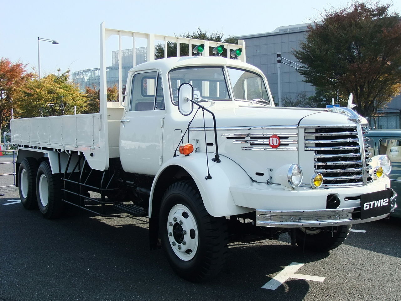 File:Nissan Diesel, 6TW12, White Truck.jpg - Wikimedia Commons