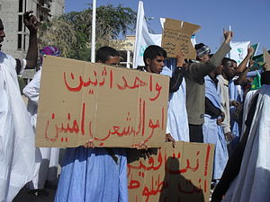 2011–12 Mauritanian protests - Demonstrators outside parliament in Nouakchott on 18 March 2011