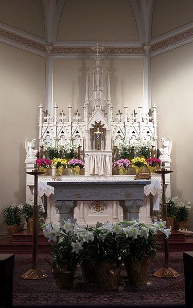 File:Old Saint Patrick Catholic Church (Ann Arbor, MI) - interior decorated for Easter, altar, tabernacle, and reredos.jpg