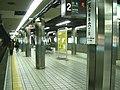 Osaka-subway-K11-Tenjimbashisuji-6chome-station-platform.jpg