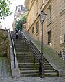 P1260971 Paris XVIII rue des Saules escalier rwk.jpg
