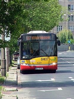 Autobus typu Solaris Urbino 18 (przewoźnik: warszawskie MZA) na linii 137