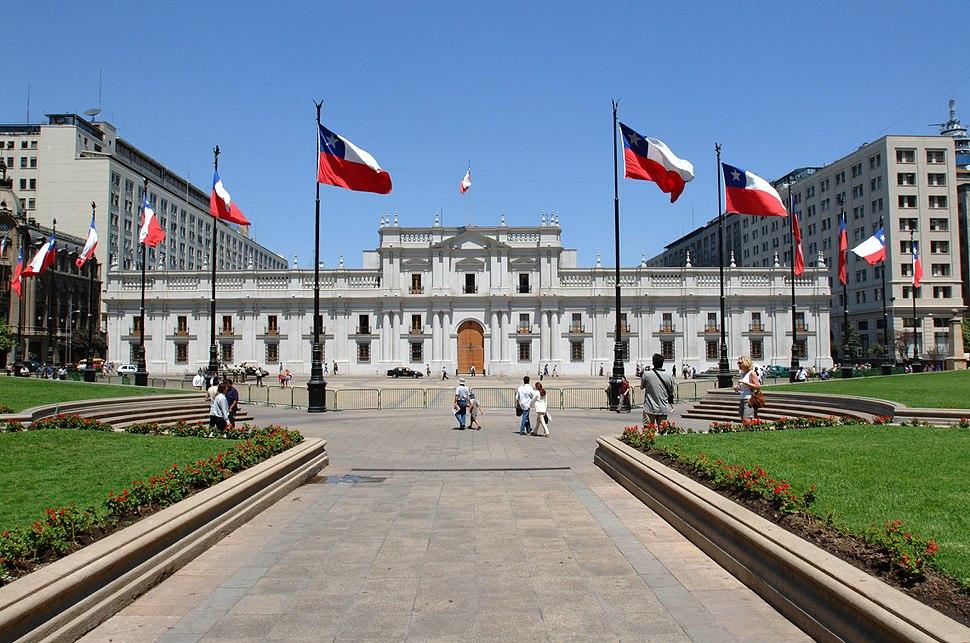 Palacio de la Moneda desde Plaza de la Constituci%C3%B3n