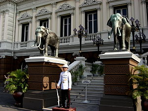 King's Guard (Thailand) - Image: Palais Royal Bangkok