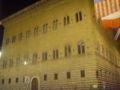 Palazzo strozzi by night.JPG