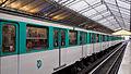 Paris Metro Bir-Hakeim Station, 8 October 2011 002.jpg