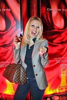 Patr  Cia No Lan  Amento Do Perfume Heat Da Cantora Beyonc   No Brasil
