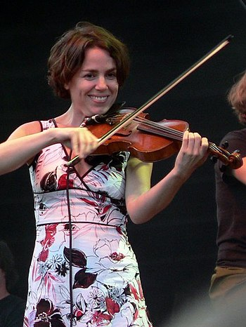 Petra Haden, playing the violin