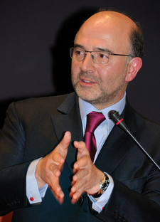 http://upload.wikimedia.org/wikipedia/commons/thumb/c/c1/Pierre_Moscovici_en_mai_2010.png/225px-Pierre_Moscovici_en_mai_2010.png