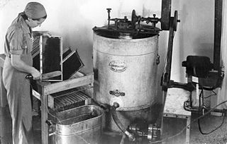 Honey extractor mechanical device used in the extraction of honey from honeycombs