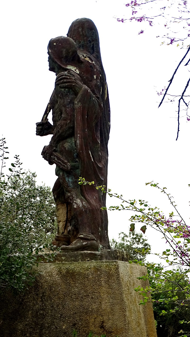 פסל ישראל סבא בבית אורן
