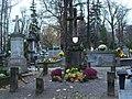 Piotrków Trybunalski - Stary Cmentarz - Zabytkowy nagrobek 01.jpg