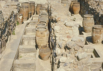 Pithos - Image: Pithoi in Knossos