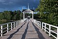 Pont d'accès à l'île de Seurasaari (13970758672).jpg