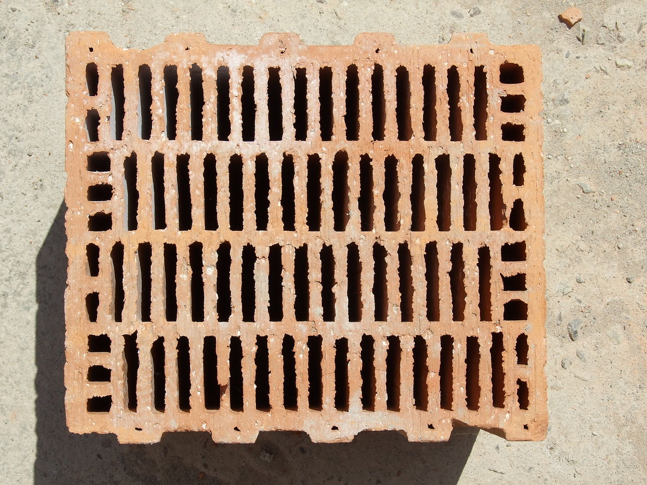 File porotherm style clay block brick wikimedia for Brick types and styles