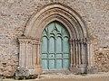 Portail ouest de l'église de Jugon-les-Lacs.jpg