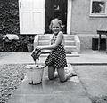 Portrait, girl, bucket, yard, furniture, cleaning Fortepan 192.jpg