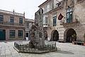 Praza de Baiona e escultura conmemorativa da chegada da carabela La Pinta - Galiza.jpg