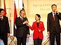 President Gloria Macapagal-Arroyo toasts with Prime Minister of Malaysia Dato Sri Abdullah Badawi.jpg