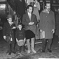 Prins Abdullah Ben Mohammed al Saoed op Schiphol Poseert met zijn zoons, prins…, Bestanddeelnr 913-1627.jpg