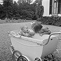 Prinses Margriet buigt zich over de kinderwagen met daarin prinses Christina, Bestanddeelnr 255-7519.jpg