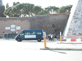 Pyramid of Caius Cestius Aurelian Walls.jpg