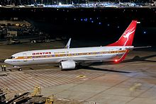 Qantas Boeing 737-800 (VH-XZP) at Perth Airport.jpg