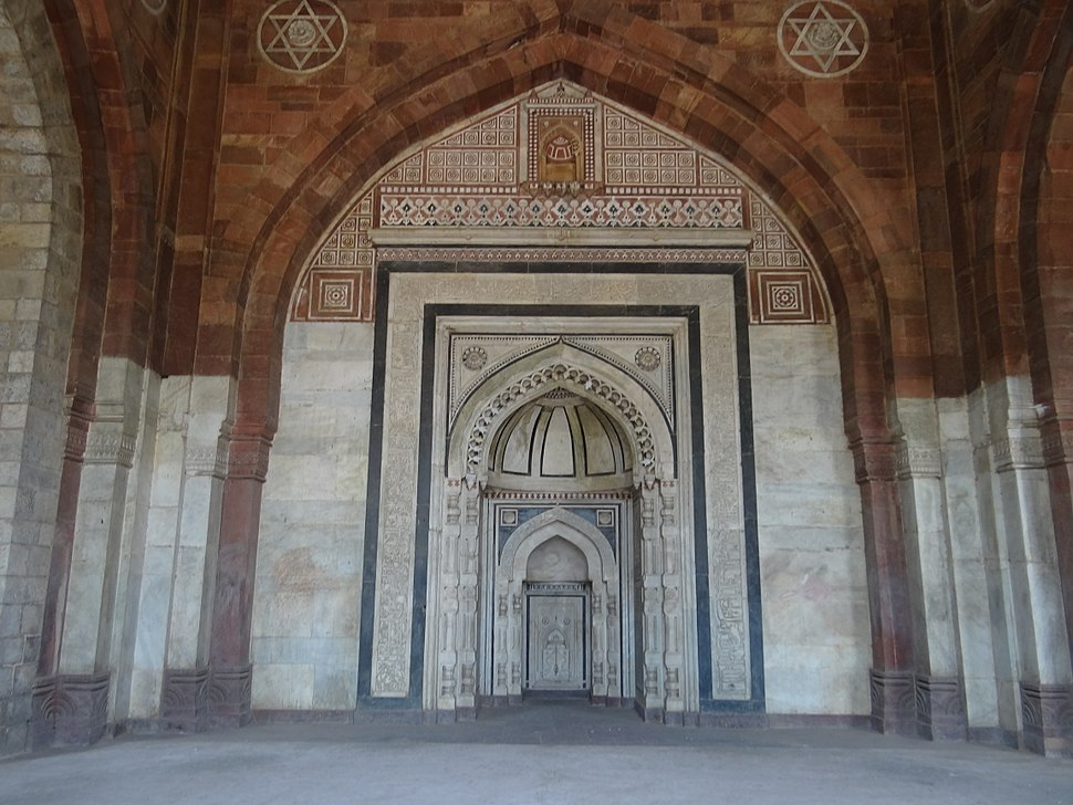 Mihrab in the Qila-i-Kuhna Mosque, in Delhi