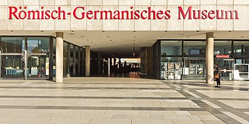 Römisch-Germanisches Museum Köln - Eingangsbereich-3525.jpg