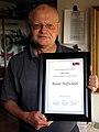Rainer Hoffschildt privat mit Urkunde LSVD-Preis für besonderes Engagement im lesbischwulen Bereich, Unterschriften Marianne Reschke, Benjamin Rottmann, Anke Michaelsen.jpg