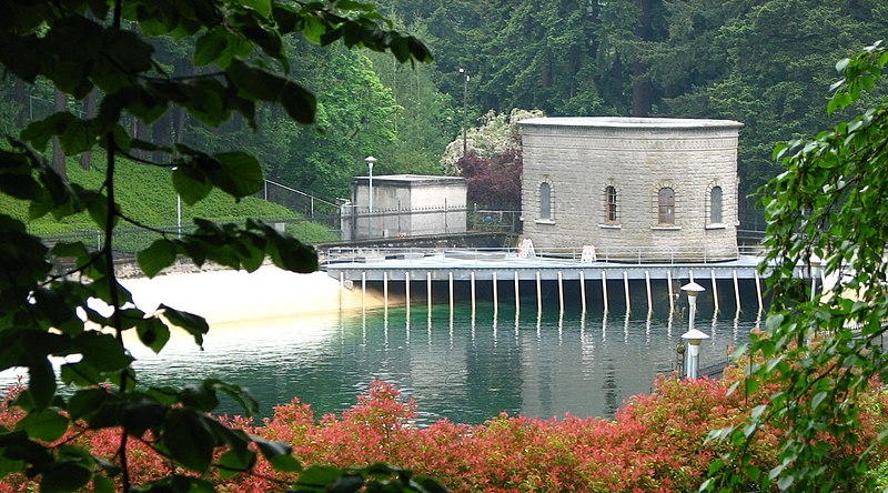 File:Reservoir 3 and gatehouse - Washington Park Portland Oregon.jpg