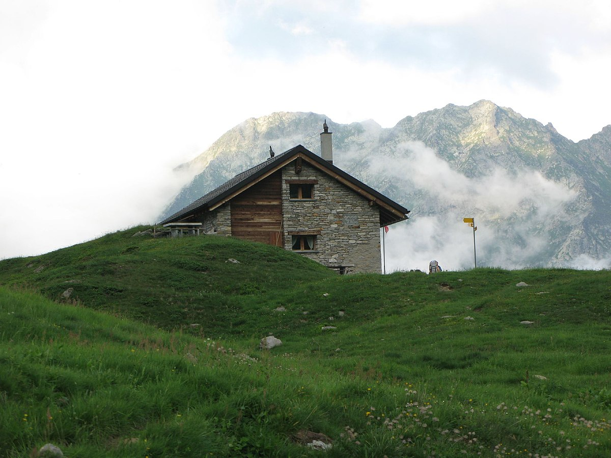 Rifugio poncione di braga wikipedia for 1 1 2 piani di cottage storia