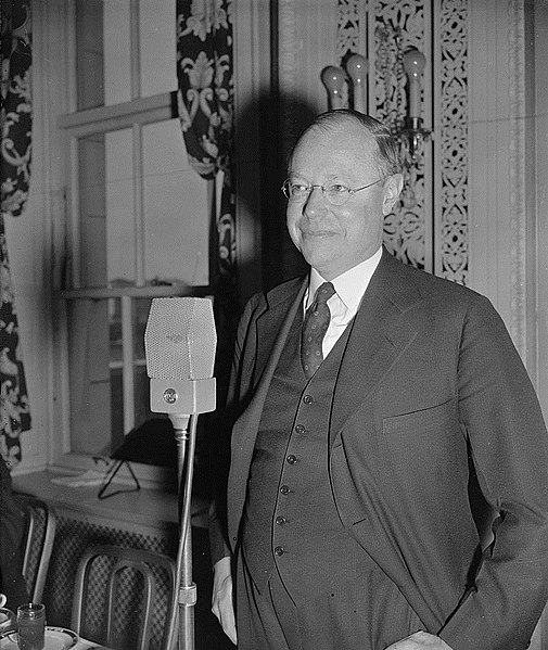 File:Robert Taft 1939 stands at microphone.jpg