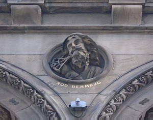 Rodrigo de Triana - Relief of de Triana on the front of the Hargreaves Building, Liverpool