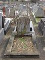 Roses on grave of Suresnes.JPG