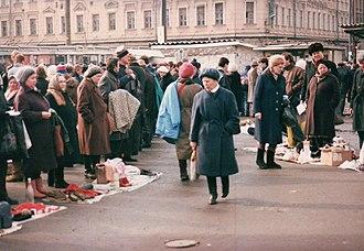 History of Russia (1991–present) - A street flea market in Rostov-na-donu, 1992