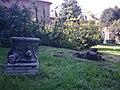 Rovine (2) nel giardino della Palazzina di Marfisa d'Este (Ferrara).jpg