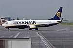 Ryanair, EI-ESL, Boeing 737-8AS (18566345143).jpg