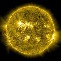 波长171 Å的紫外线假色太阳影像,金星位于右上角。