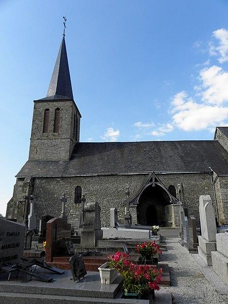 Église Saint-Berthevin de Saint-Berthevin-la-Tannière (53). Clocher, flanc sud de la nef et chapîtret.