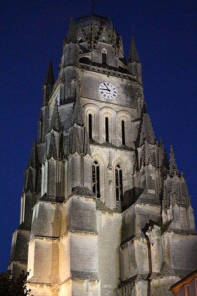 Cathédrale Saint-Pierre la nuit