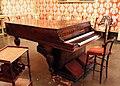 Sala della musica, pianoforte-armonium di achille fummo, napoli del 1868.JPG