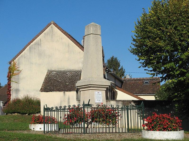 Saligny (Yonne): monument aux morts