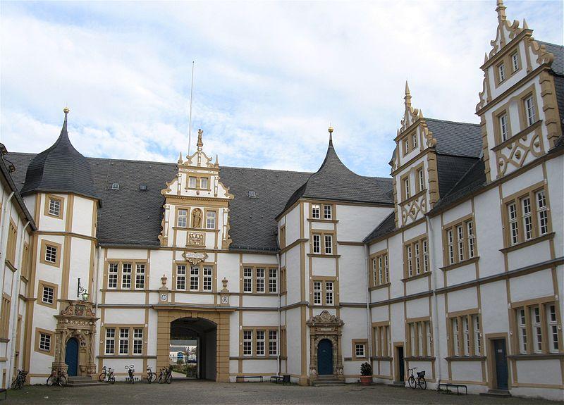 Post Schloß Neuhaus